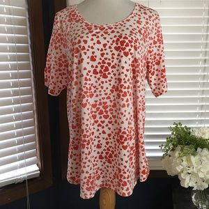 LulaRoe White T-shirt with Red Hearts 2X
